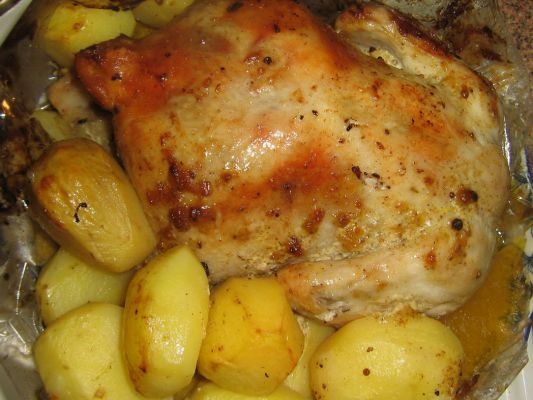 Рецепт целой курицы с картошкой в духовке с пошагово